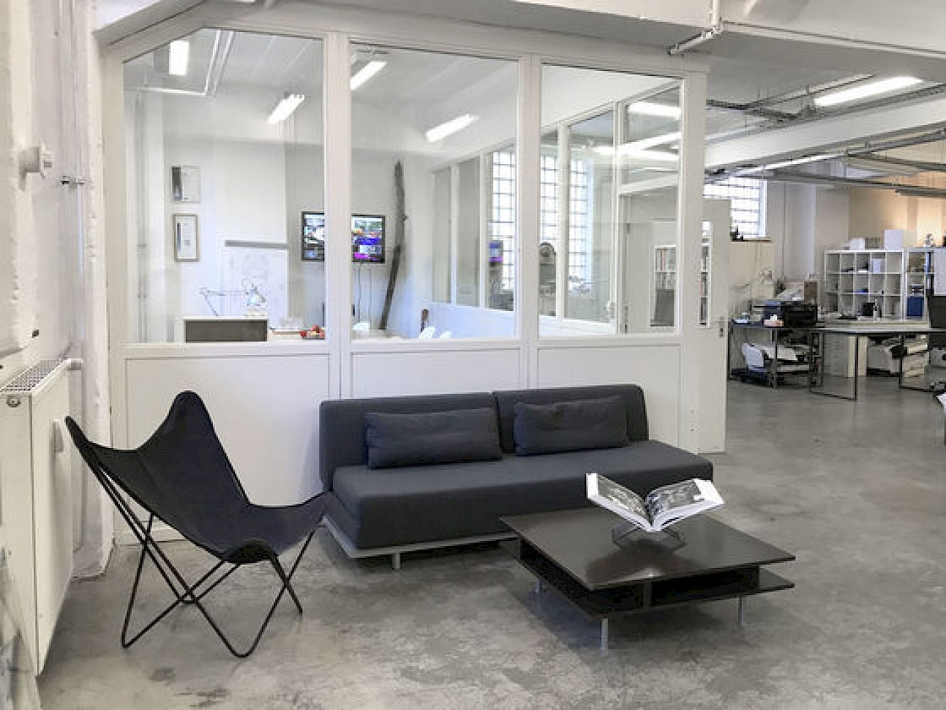 Arbeitsplatz In Charmantem Buroloft Hamburg Kreativ Gesellschaft